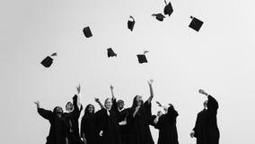 Lyckat begrepp för högskola för förlagePHD-avläggande av examen royaltyfri bild