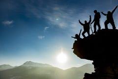 Lyckat klättringlag Arkivbilder