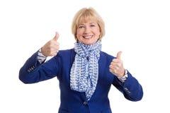 Lycklig äldre kvinna på vit bakgrund arkivbilder