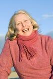lycklig äldre le kvinna Arkivbild