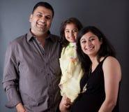 Lycklig östlig indisk familj Arkivbilder