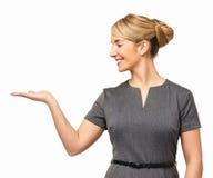 Lycklig affärskvinna Displaying Invisible Product Royaltyfria Bilder