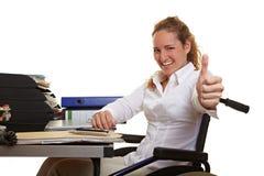 Lycklig affärskvinna i rullstol royaltyfria foton