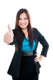 Lycklig affärskvinna som ger tum övre gest Royaltyfria Bilder