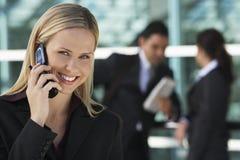 Lycklig affärskvinna Using Cell Phone royaltyfria bilder