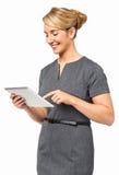 Lycklig affärskvinna Using Digital Tablet Royaltyfri Foto