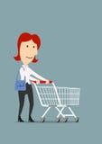Lycklig affärskvinnashopping med spårvagnvagnen Arkivbilder