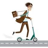 Lycklig affärsman på sparkcykeln Arkivbild