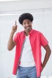 Lycklig affärsman som pekar upp med fingret Arkivfoton