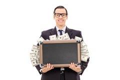 Lycklig affärsman som rymmer en påse full av kassa royaltyfri fotografi