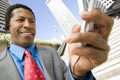 Lycklig affärsman Using Cell Phone Arkivfoton
