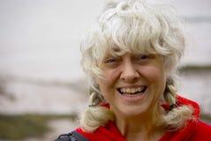 Lycklig aktiv kvinna utomhus Royaltyfri Fotografi