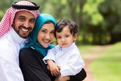 Lycklig arabisk familj Arkivfoton