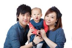 Lycklig asia familj arkivfoton