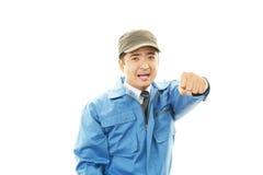 Lycklig asiatisk arbetare royaltyfri bild