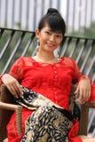 lycklig asiatisk attraktiv flicka royaltyfria bilder