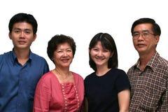 lycklig asiatisk familj Arkivbild