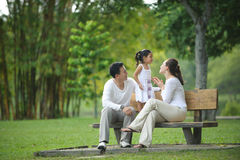 Lycklig asiatisk familj Royaltyfri Fotografi
