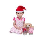 Lycklig asiatisk flicka med julhatten Royaltyfri Fotografi