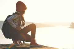 Lycklig asiatisk flickaryggsäck Fotografering för Bildbyråer