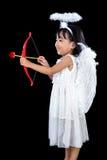 Lycklig asiatisk kinesisk liten ängel med pilbåge och pil Arkivbild