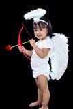 Lycklig asiatisk kinesisk liten ängel med pilbåge och pil Royaltyfria Bilder
