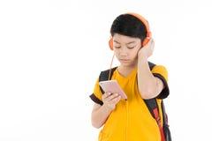 Lycklig asiatisk pojke som använder mobiltelefonen Royaltyfria Bilder