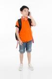 Lycklig asiatisk pojke som använder mobiltelefonen Royaltyfri Foto