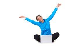 lycklig bärbar datorkvinna för dator Fotografering för Bildbyråer