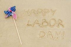Lycklig bakgrund för arbets- dag på stranden arkivfoton