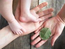 Lycklig bakgrund för ekologi för familjbegrepp royaltyfri foto