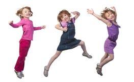 lycklig banhoppning för flicka Arkivfoton