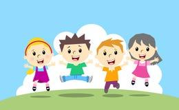 Lycklig banhoppning fyra ungar Arkivfoto