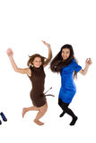lycklig banhoppning två för flickor Royaltyfri Fotografi