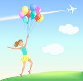 Lycklig banhoppningflicka med färgrika ballonger på gräsmattan Arkivfoto