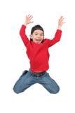 lycklig banhoppningmidair för pojke arkivfoton