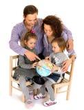 lycklig barnfamilj arkivbild