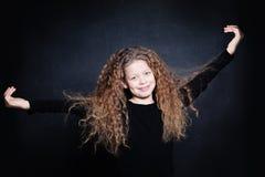 Lycklig barnflicka med långt hår royaltyfria foton