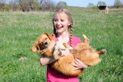 lycklig barnhund Arkivbilder
