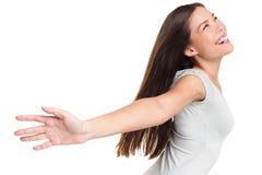Lycklig bekymmerslös glad upprymd kvinna med armar upp Royaltyfri Foto