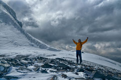 Lycklig bergsbestigare i Tadzjikistan Fotografering för Bildbyråer