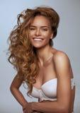 Lycklig blond kvinna Arkivfoto