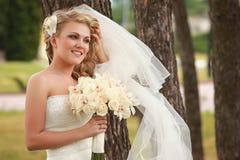 lycklig brud Royaltyfria Bilder