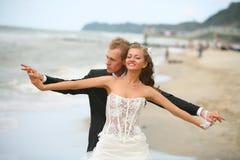 lycklig brudbrudgum royaltyfria bilder
