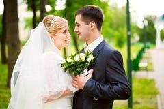 lycklig brudbrudgum Royaltyfri Bild
