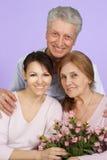 Lycklig Caucasian familj av tre royaltyfri fotografi
