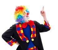 Lycklig clown som uppåt pekar arkivbilder