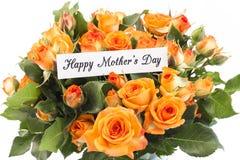 Lycklig dag för moder` s hälsningkort, med buketten av apelsinrosen Royaltyfri Bild