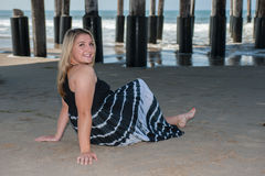 Lycklig dag på stranden royaltyfria bilder