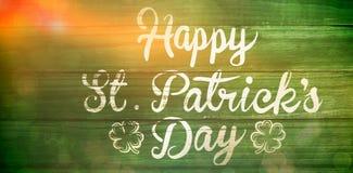 Lycklig dagtext för St Patricks på grönt trä Arkivbilder